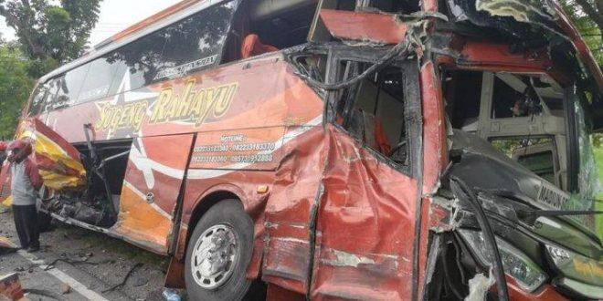 Bus Sugeng Rahayu Ditabrak Truk di Madiun, Satu Tewas